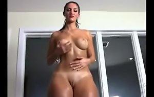 Gostosa Dan&ccedil_ando, Delicia chubby booty