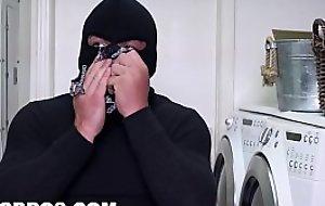 BANGBROS - Curvy MILF Sara Loon Bonks A Burglar (ap15985)