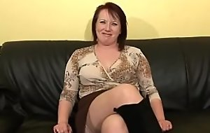 Hot busty mature woman ha sex approximately younger