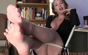MistressT – Manipulated Wide of Glossy Trotters