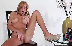 Pornstar blondie plays with toys