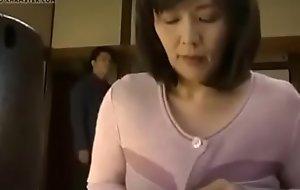 mama japonesa es pillada masturb&aacute_ndose y es follada Energetic video  aqui:    http://bit.ly/2WVCzd3