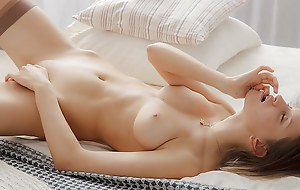 Chick wanks in a beautiful erotic art vid