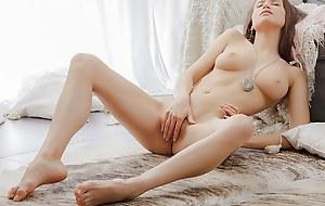 Erotic beautiful vid with a chick wanking
