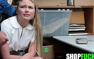 Chunky Cock Merciful Officer Fucked The Thief Schoolgirl Increased by Let someone have Her Go - SHOPFUCK