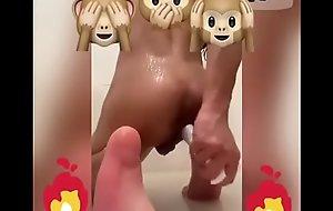Socando brinquedinho no cu durante o banho (#7)