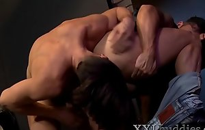 Hung hunk in leather vest gets fucked