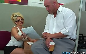 Pussylicked milf sob sister rides executives flannel